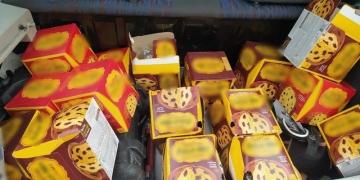 Consumidor retornou ao mercado e mostrou ao gerente a situação das caixas — Foto: Arquivo Pessoal/Wellington Melo