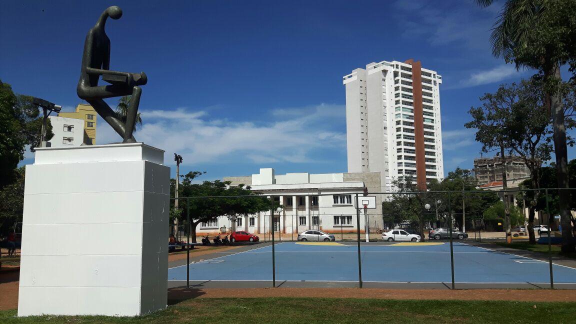 Abordagem da PM ocorreu na praça Getúlio Vargas (Foto: Prefeitura de Araçatuba)