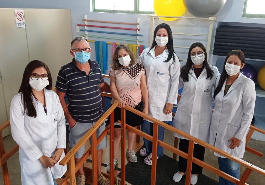 Maria Cristina é atendida no CER Ritinha Prates por equipe multidisciplinar há cinco anos (Divulgação)