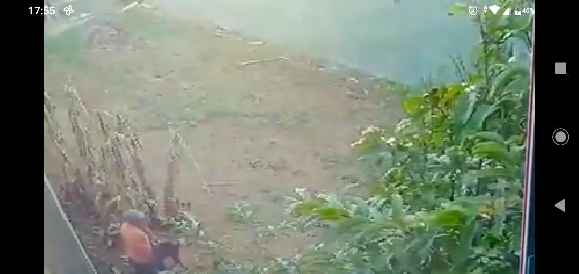 Abuso sexual contra cadela foi registrado por câmeras de segurança (Reprodução)